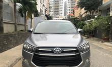 Cần bán gấp xe Toyota Innova Model 2018, số sàn, màu bạc