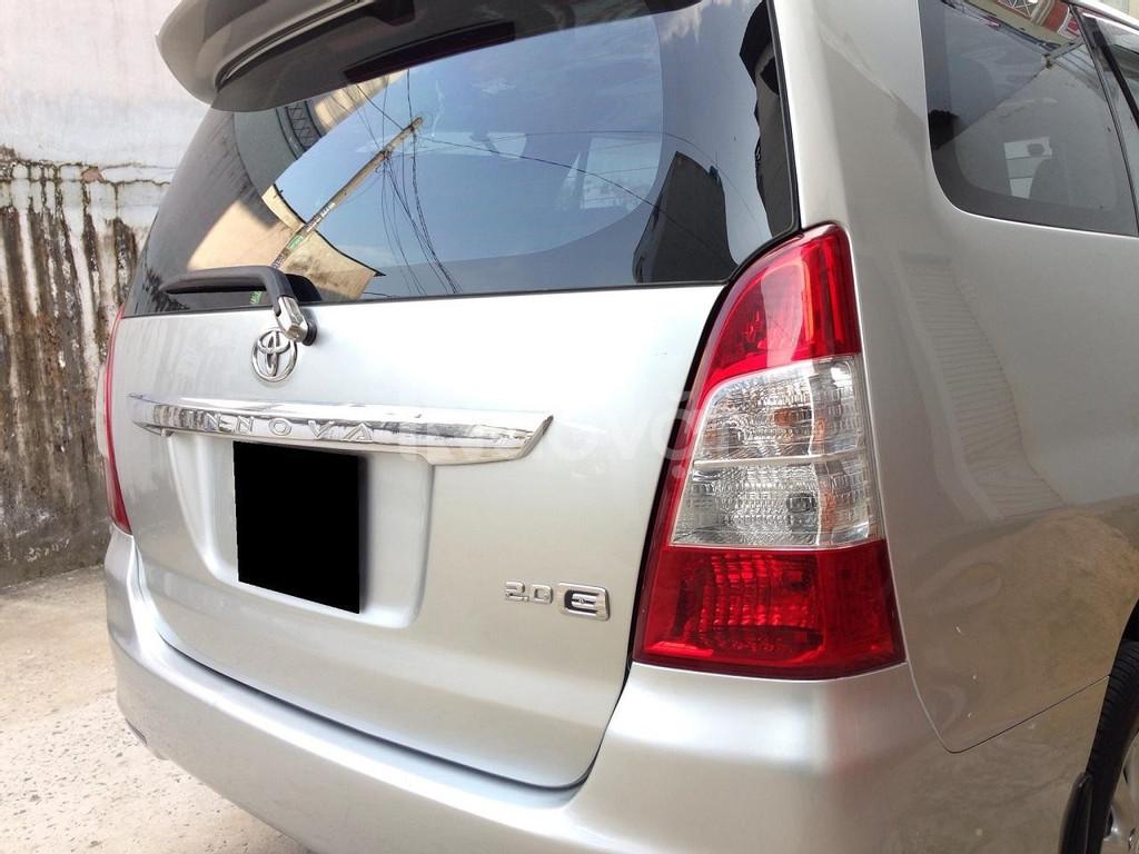 Bán nhanh Innova 2012 số sàn màu bạc xe zin nguyên