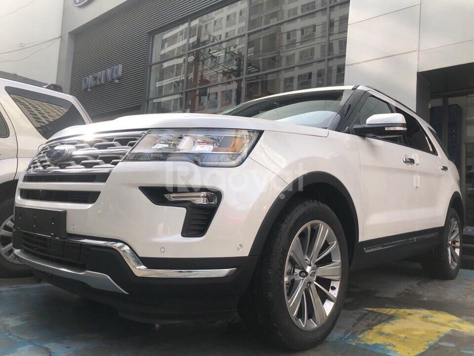 Ford Explorer 2018 màu trắng giá giảm tốt