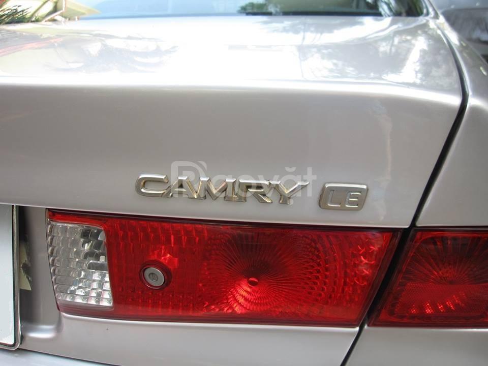 Cần bán xe Camry LE, sản xuất 2000, số tự động, nhập khẩu, màu bạc