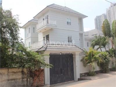 Xuất cảnh cần bán gấp căn nhà đường Hoàng Diệu, P. 10, quận Phú Nhuận.