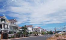 Bán gấp lô biệt thự sát biển, cạnh bãi tắm công cộng.