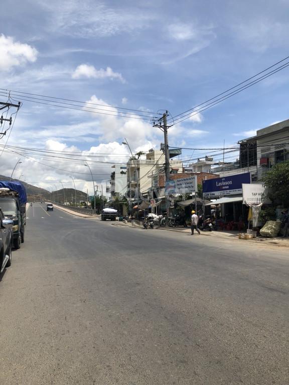 Bán lô đất mặt tiền đường PhongChâu, phường Phước Hải, tp. Nha Trang.