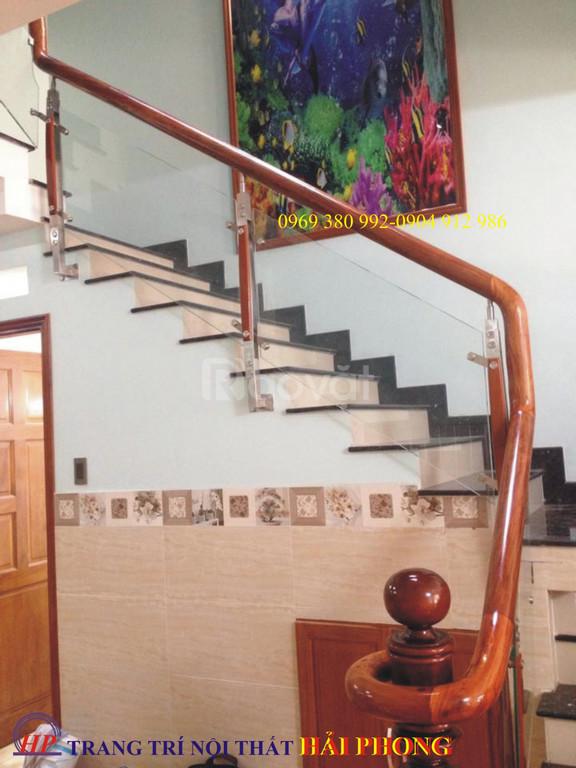 Cầu thang kính cường lực giá rẻ tại Tp.HCM