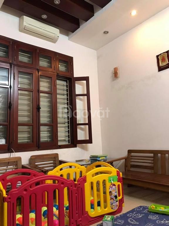 Bán nhà 3.5 tầng tại ngõ 193 phố Bồ Đề, Long Biên, Hà Nội - bán gấp