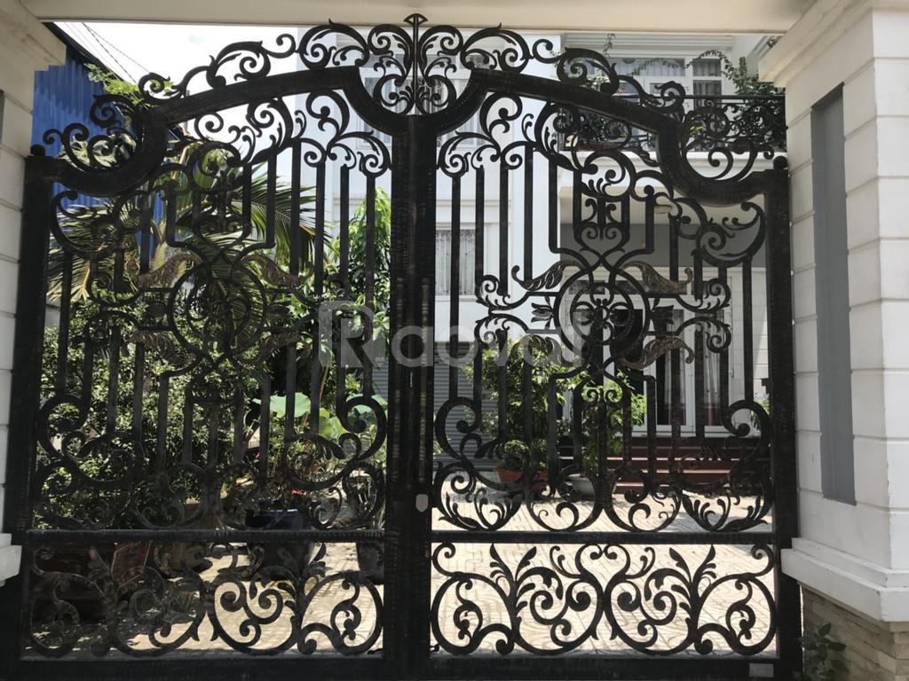 Cổng sắt nghệ thuật - Sắt uốn, sắt CNC Nguyên Phong