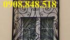 Khung bảo vệ cửa sổ trang trí nghệ thuật với hoa văn sắt uốn tinh xảo (ảnh 1)