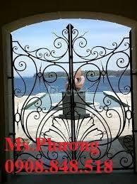 Khung bảo vệ cửa sổ trang trí nghệ thuật với hoa văn sắt uốn tinh xảo (ảnh 3)