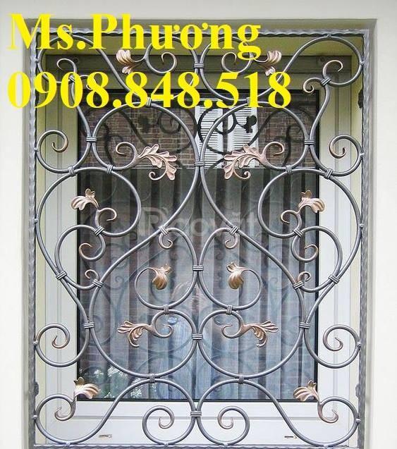 Khung bảo vệ cửa sổ trang trí nghệ thuật với hoa văn sắt uốn tinh xảo (ảnh 8)