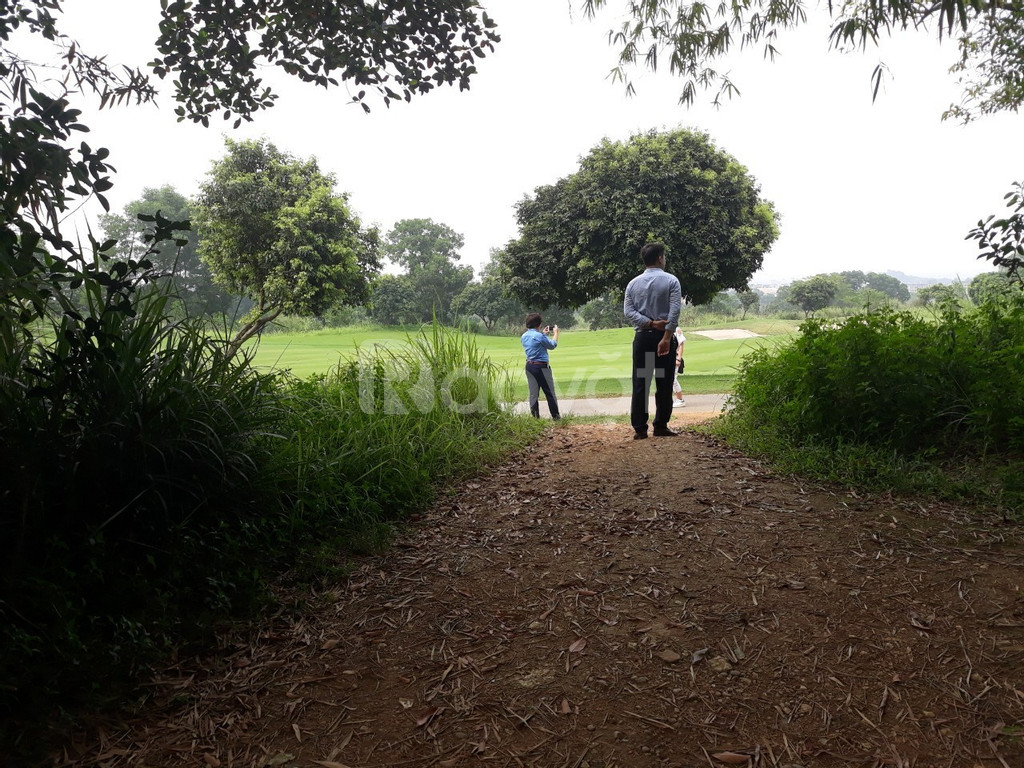 Cần bán lô đất, xây khu nghỉ dưỡng cạnh sân Golf SkyLake Hồ Văn Sơn