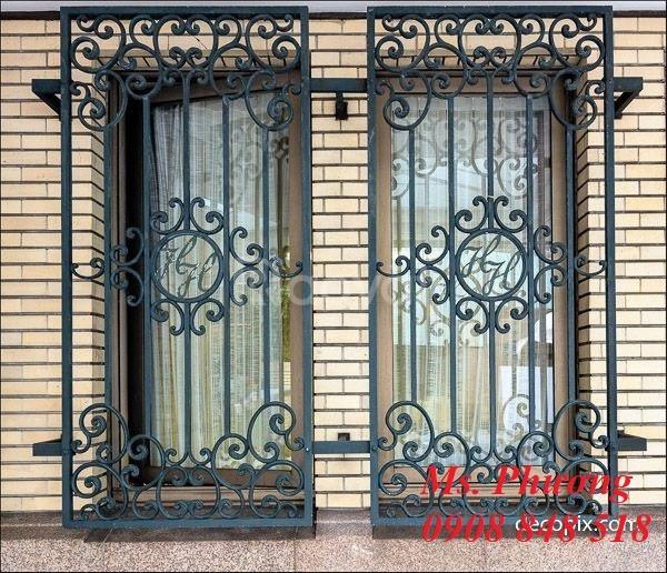 Khung bảo vệ cửa sổ trang trí nghệ thuật với hoa văn sắt uốn tinh xảo (ảnh 6)