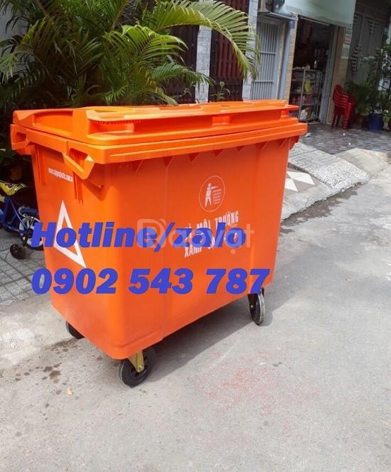 Xe thu gom rác 660 lít 4 bánh xe màu cam nhựa HDPE
