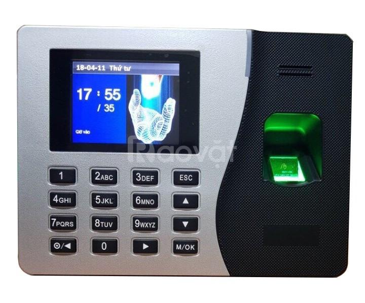 Lắp đặt máy chấm công vân tay/ thẻ/ pin W200 tại TPHCM giá tốt
