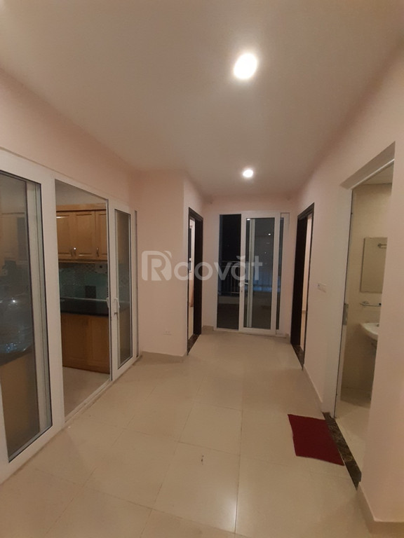 Sang nhượng căn hộ 60 Hoàng Quốc Việt giá 32tr/m2 full đồ.