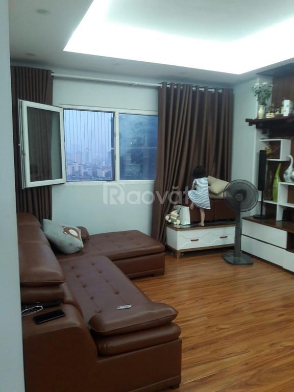 Tôi cần bán căn hộ chung cư Nghĩa Đô, 70m2, 2PN, ban công ĐN, giá 2 t