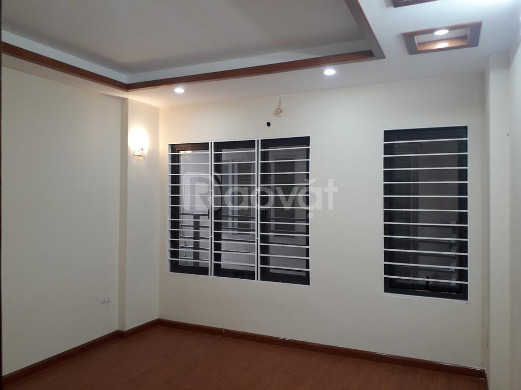 Bán nhà với nội thất cơ bản tại Xuân Đỉnh, 35m2 5 tầng, có sân để xe
