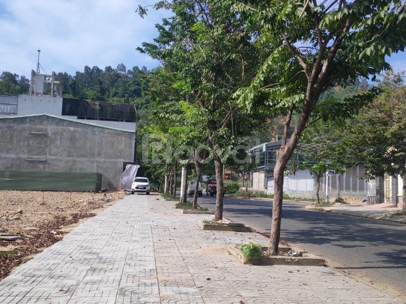 Bán đất ở TT Đà Nẵng, 100m2 sổ đỏ chính chủ chỉ đợi bàn giao chủ mới