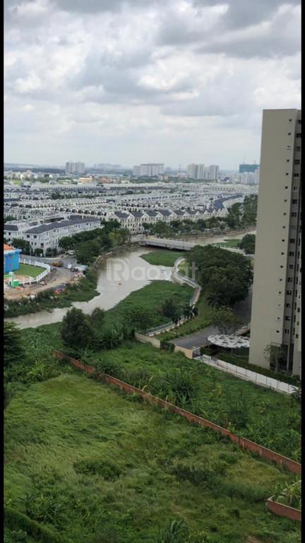 Bán căn hộ chung cư Quận 2, DT 107m2, 3PN, view Landmark 81, giá tốt