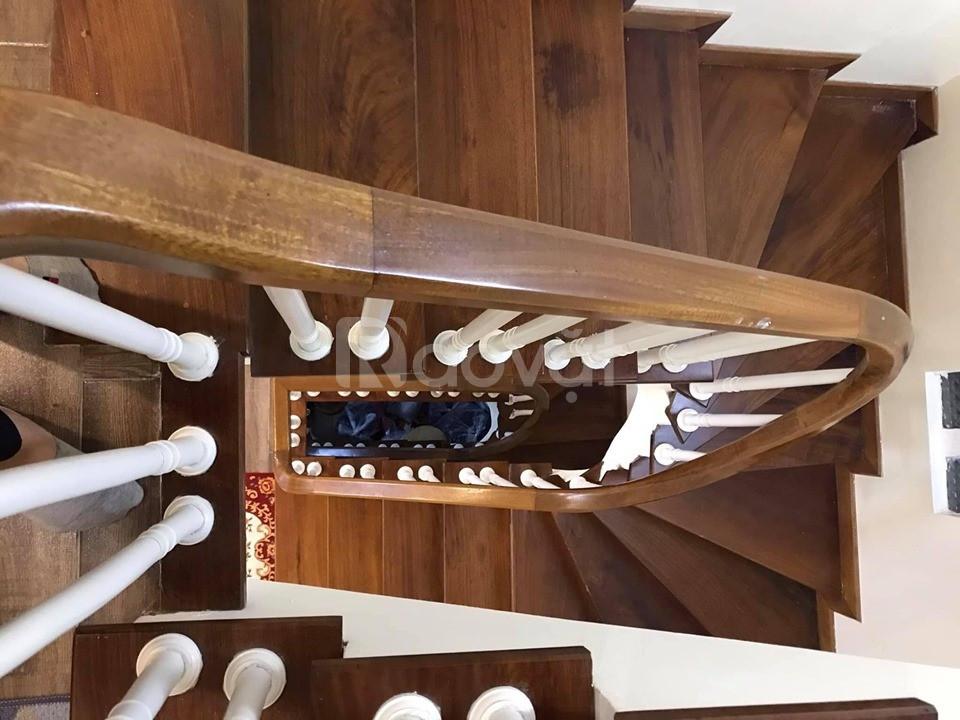 Bán nhà Xuân Thủy, DT 35m2, 5 tầng, cách phố 5m, mới đẹp, giá 3,15 tỷ.