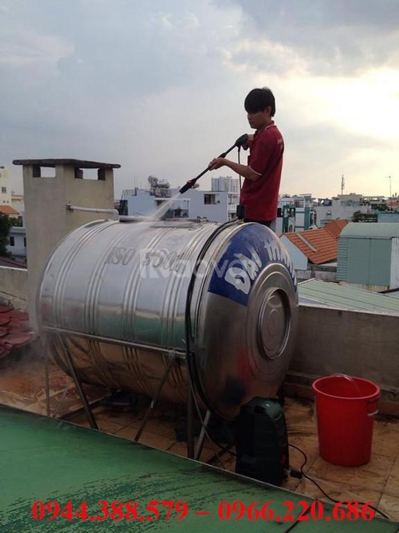 Thau rửa bể nước ăn tại Ô Chợ Dừa