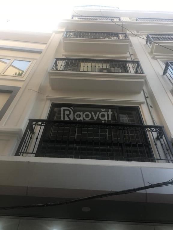 Bán nhà ngõ 28 Xuân La, thang máy, ô tô vào nhà, giá 7.6 tỷ