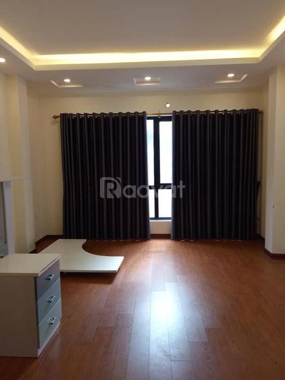 Bán nhà Xuân Thủy, nhà rất đẹp, 38m2, 5 tầng, cách phố 50m, gần bãi gửi ô tô, 3.2 tỷ.