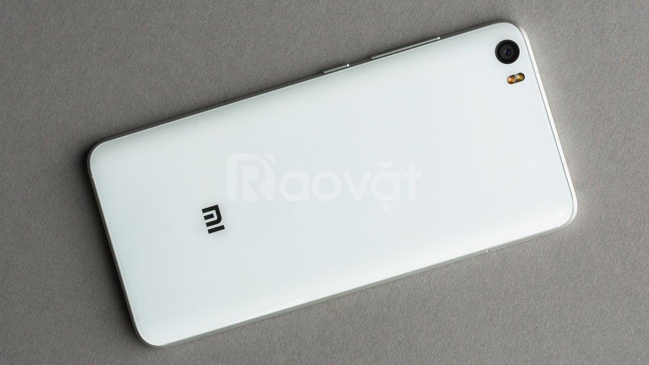 Xiaomi Mi 5 3GB-32GB trắng như mới