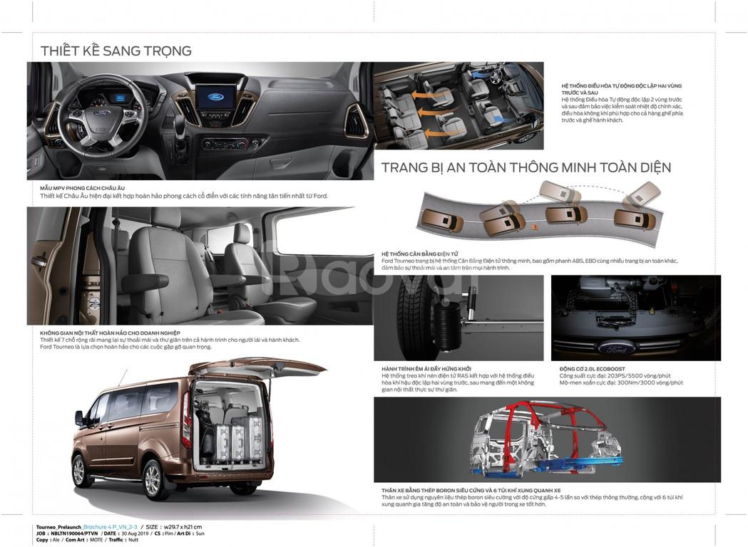 Ford Tourneo giá cạnh tranh