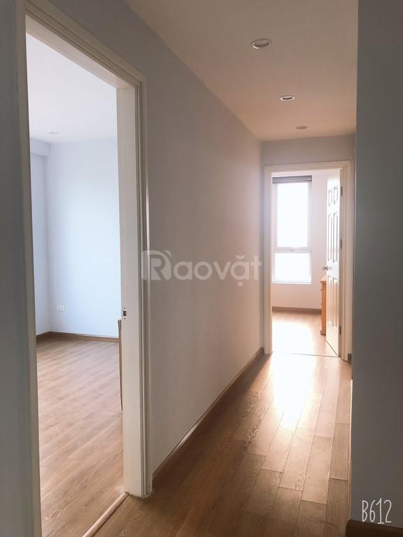 Bán căn hộ 3 ngủ chung cư 234 Hoàng Quốc Việt giá 26tr/m2