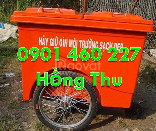Thùng rác 1000L màu vàng, xe gom rác nguy hại 660L màu đen 3 bánh đúc
