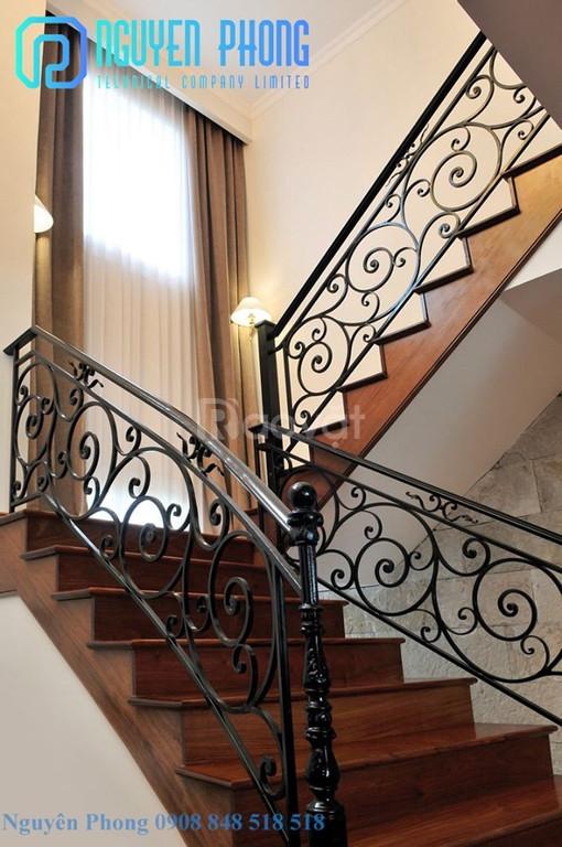 Các mẫu lan can cầu thang sắt nghệ thuật hiện đại, sang trọng