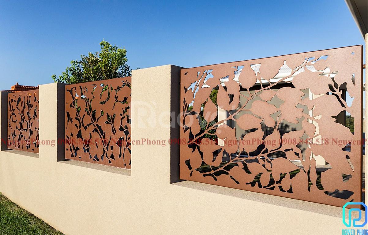 Hàng rào cổ điển sắt uốn và hiện đại với sắt tấm CNC sang trọng