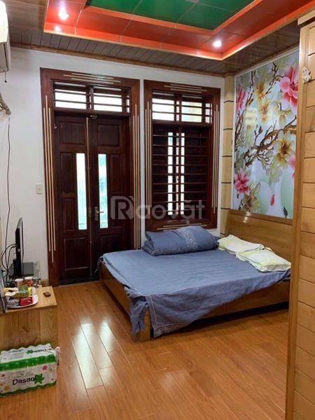 Cần bán nhà Giang Văn Minh – 45m x 5 tầng, cách mặt phố 10m, lô góc hai mặt thoáng.