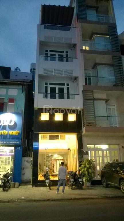 Bán gấp nhà gần chợ Bến Thành 2MT Trần Hưng Đạo, Q.1 (DT: 4.2x24m)