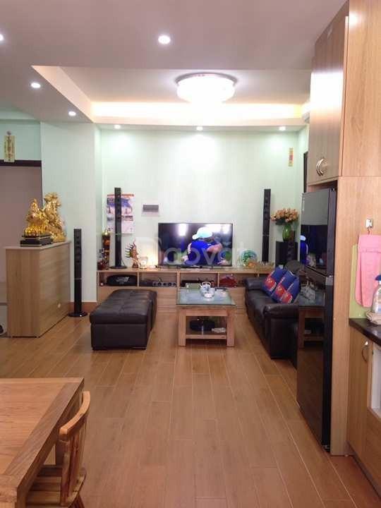 Gia đình bán căn hộ 2PN chung cư Nghĩa đô, 69m2, cửa Tây, nội thất cơ
