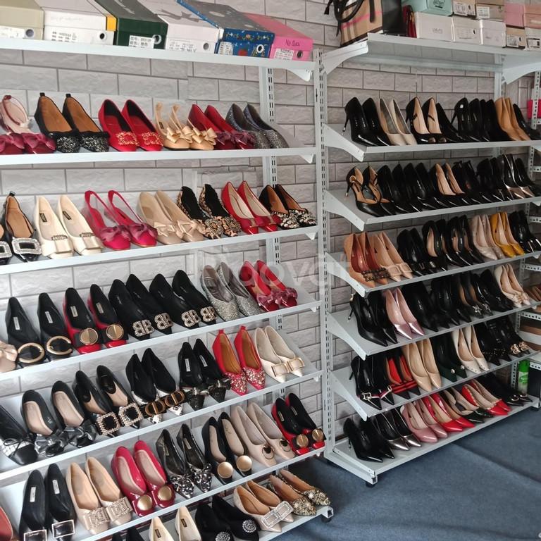 Kệ trưng bày giày dép tháo ráp tại thành phố Hồ Chí Minh