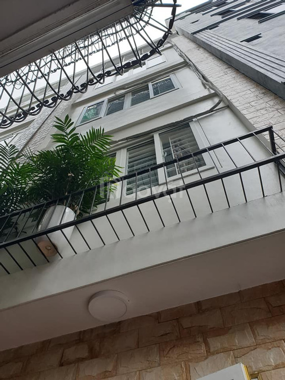 Bán nhà Phố Hoàng Quốc Việt, giá 3.7 tỷ,  5 tầng mặt tiền 4m