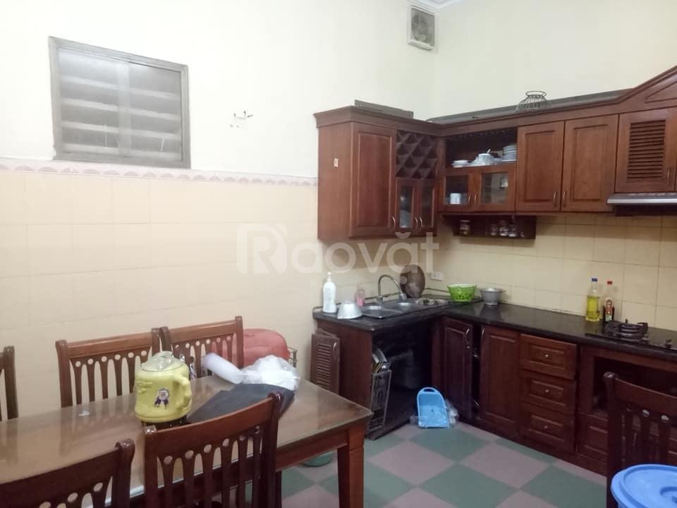 Cho thuê nhà riêng Nguyễn Văn Cừ 50m2, 4 tầng đẹp, đầy đủ tiện ích.