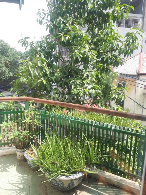 Cần bán nhà tại 110 Nguyễn Hoàng Tôn 33m2 5 tầng ôtô vào nhà.