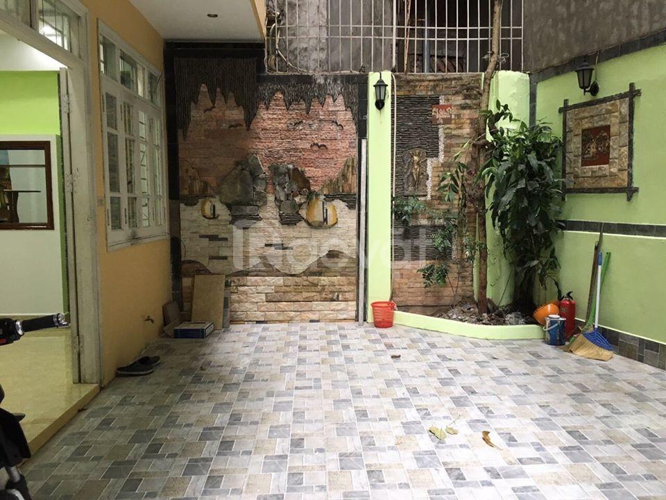 Bán nhà Phố Xuân Thủy, giá 4 tỷ,  5 tầng mặt tiền 4m