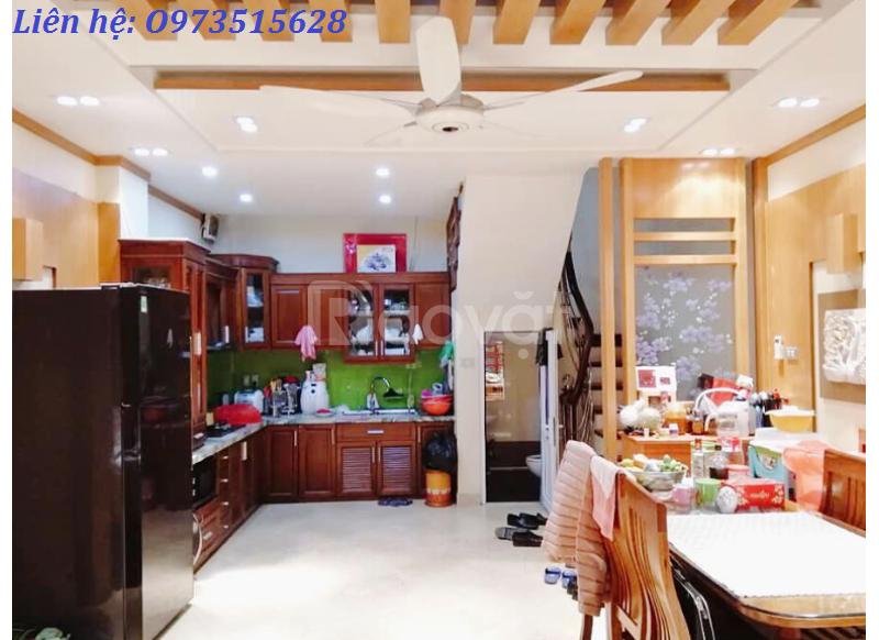 Nhà đẹp 5 tầng, 30m ra hồ Phương Mai, ngõ ô tô, giá 7.5 tỷ