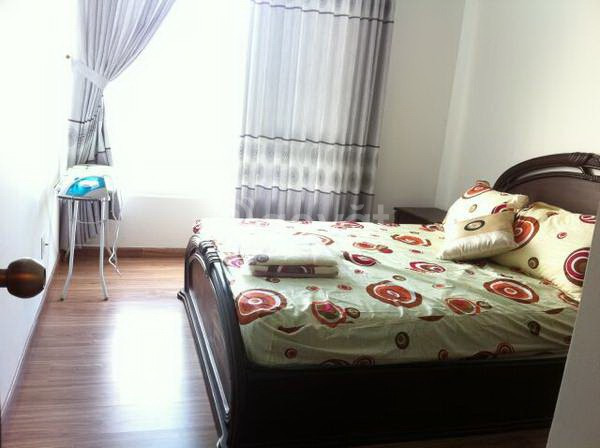 Tôi đang cần cho thuê căn hộ 2 phòng ngủ, ngay quận 1