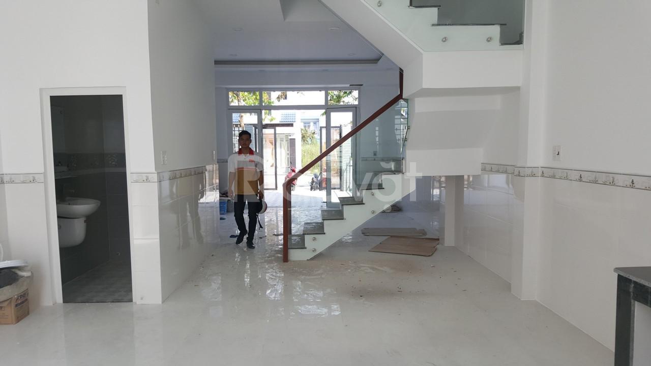 Bán nhà chợ Bình Chánh, 1.6 tỷ nhận nhà, 1 trệt 2 lầu 4PN, SHR