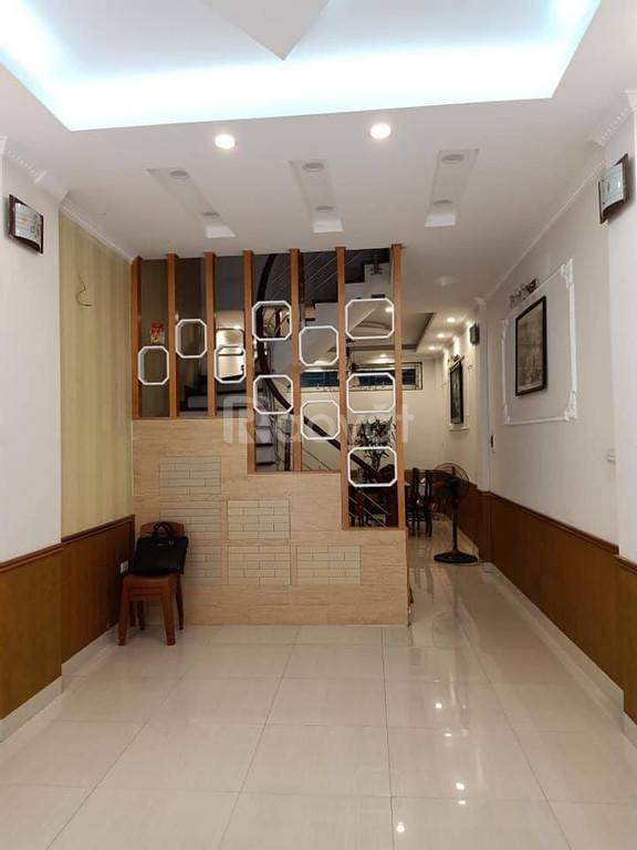 Bán nhà đẹp 60m2*5T về ở ngay ngõ Thái Thịnh 1 ngõ rộng 3m cách ô tô tránh 25m giá 5.6 tỷ