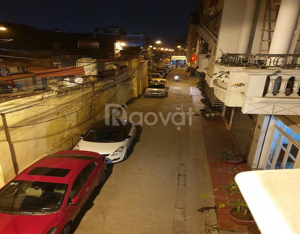 Bán nhà trung tâm thành phố 4 tầng ( đường Mê Linh) có gara ô tô riêng