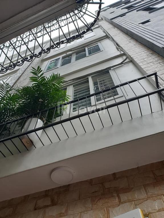 Bán nhà Phố Hoàng Quốc Việt, giá 3.95 tỷ,  5 tầng mt 4m