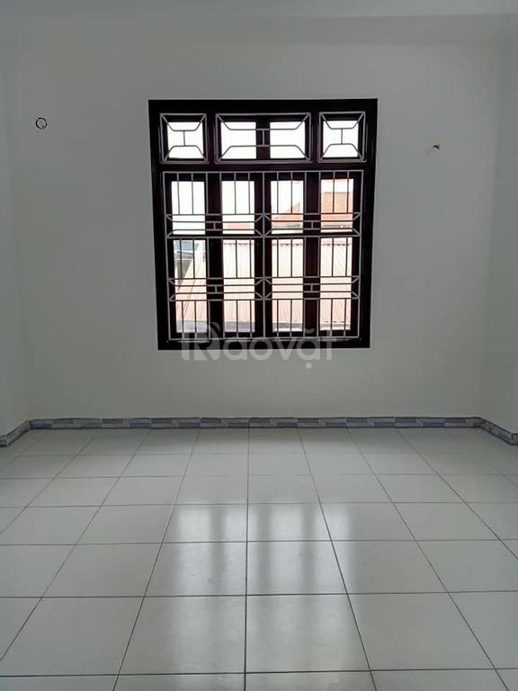 Nhà đẹp 5 tầng Giải Phóng, lô góc 3 mặt thoáng, mặt tiền 4.3m; 2.95 tỷ
