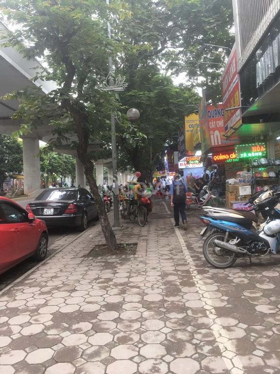 Bán nhà mặt phố Xuân Thủy
