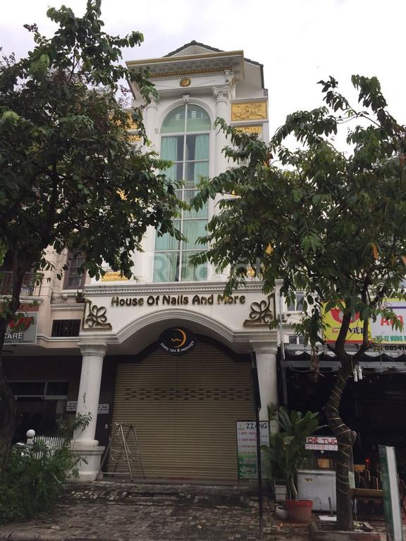 Cho thuê nhà phố khu Phú Mỹ Hưng đường lớn mé c.cư Sky Garden
