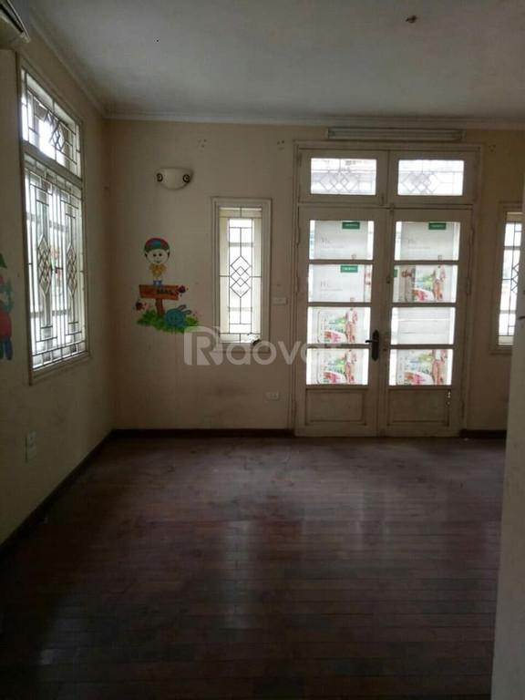 Cho thuê nhà riêng Nguyễn Văn Cừ 70m2, 4 tầng đẹp 14tr/tháng.
